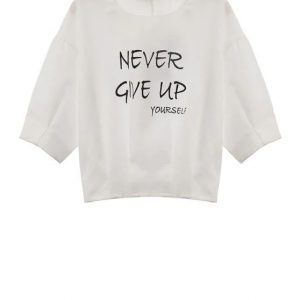 """Camiseta """"never give up"""""""