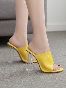 salto alto amarelo