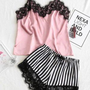 Pijama de cetim rosa e short listrado