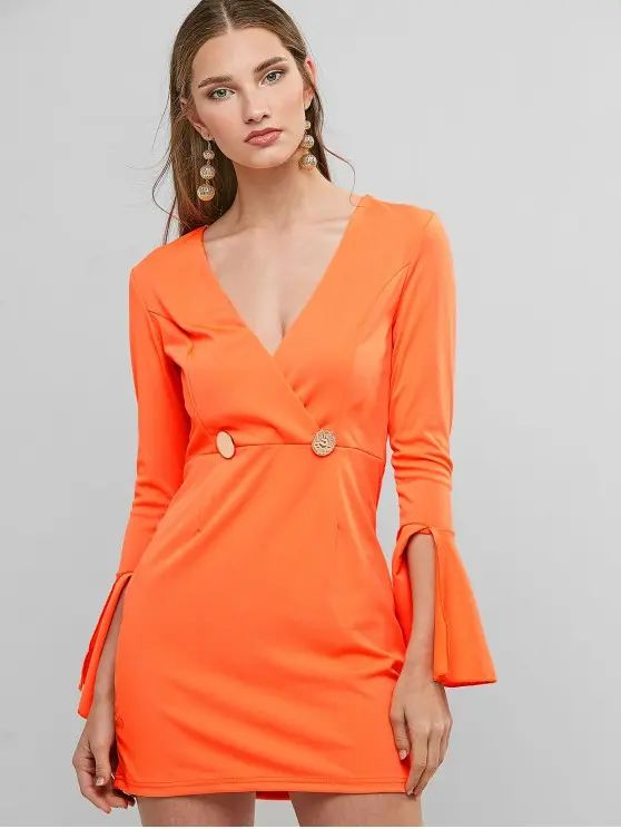 Vestido laranja manga longa