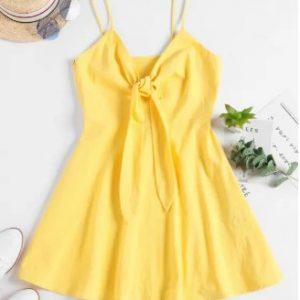 Vestido amarelo de laço frontal