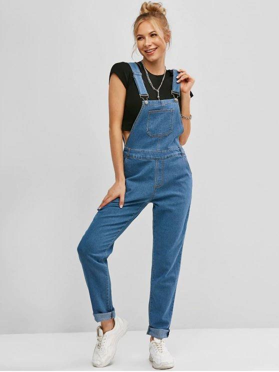 Macação jardineira jeans
