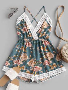 Macaquinho floral com renda moda tik tok